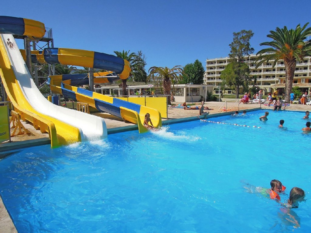 Messonghi Beach Holiday Resort (moraitika) (c)