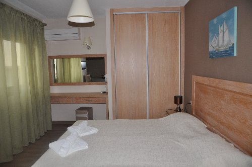 Mary S Residence Suites (chryssi Akti)