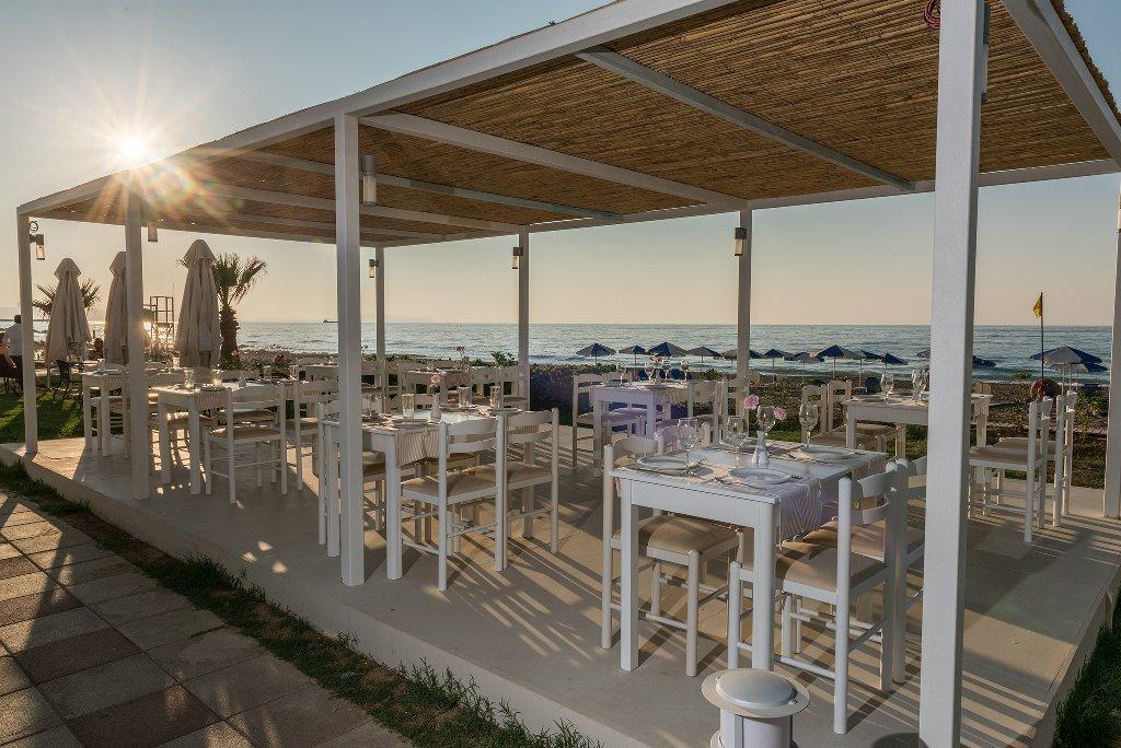 Iperion Beach Hotel