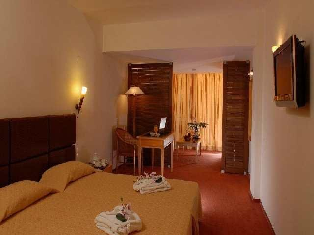 Minos Hotel  (k)