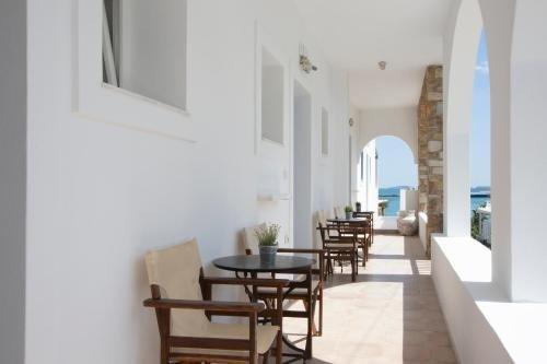 Kouros Village Adults Only +16 (perissa - Santorini) (c)