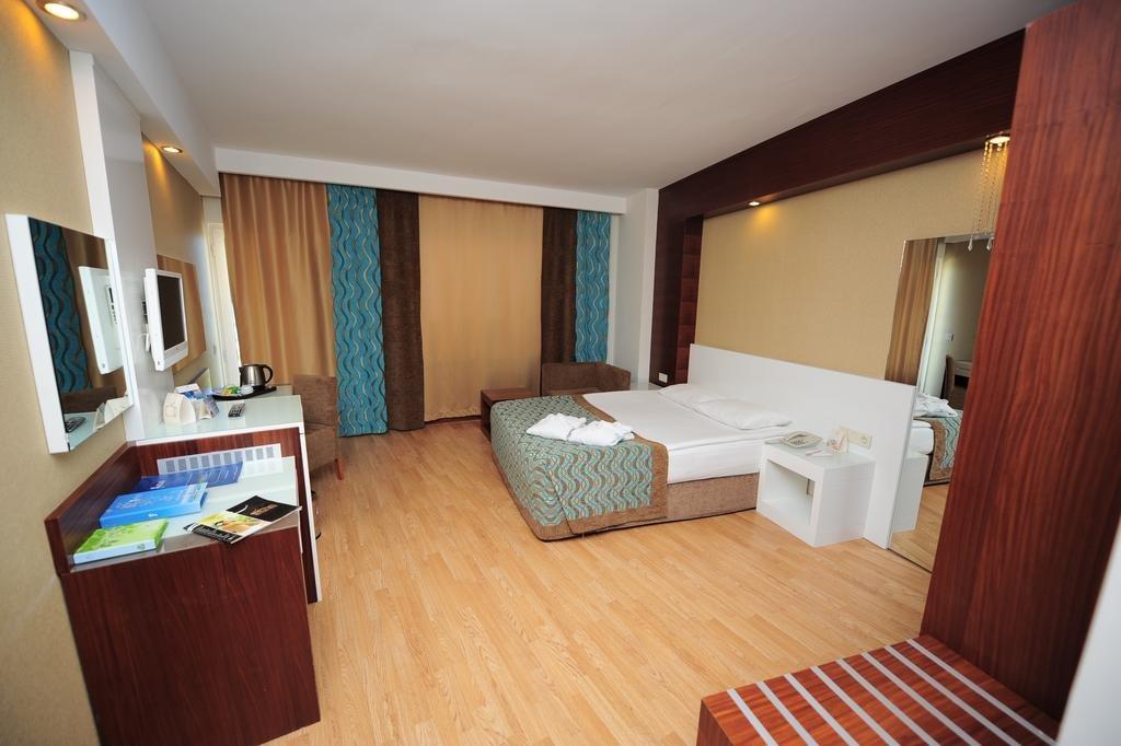 Sea World Resort And Spa