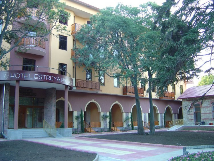 Estreya Palace And Residence 4*