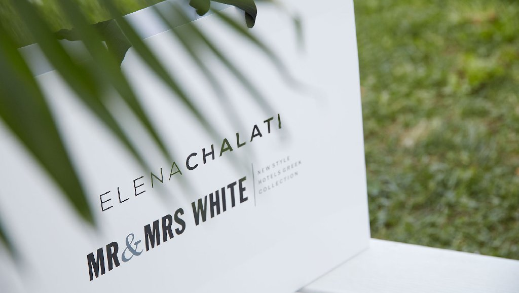 Mr And Mrs White (adults Only 16+) (acharavi)